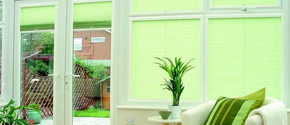 Декоративное и защитное оформление окна: жалюзи, римские што.